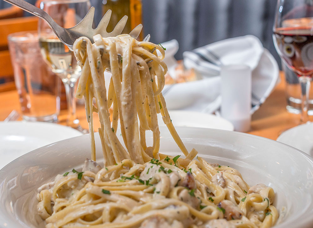 Fettucini-Alfredo-with-Chicken-Full-served