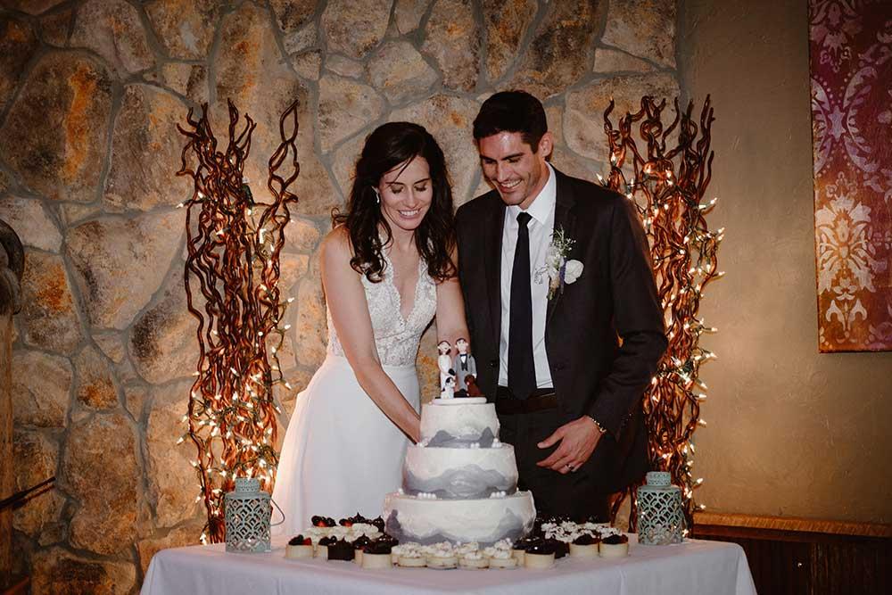 breckenridge wedding cake cutting
